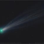 C/2012 S1 (ISON) le 15 novembre entre 10:36 et 11:09 heure de Paris. On distingue parfaitement les nombreux courants de gaz et de poussière qui dérivent dans son sillage