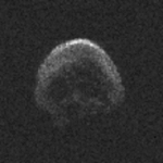 Image de 2015 TB145 obtenue grâce au radiotélescope d'Arecibo. La résolution est de 7,5m par pixel