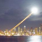Poses à intervalle régulier de la Lune se levant au-dessus de Seattle. L'appareil photo ne se laisse pas prendre à l'illusion lunaire, et il nous confirme que la Lune a en fait la même taille où qu'elle se trouve dans le ciel.