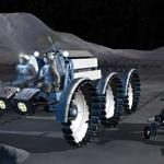Vue d'artiste de deux astronautes partant pour une mission de prospection à bord d'une jeep lunaire et accompagnés d'un acolyte robotisé