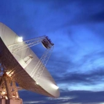 L'antenne de 70 m de diamètre du complexe de Goldstone, Californie