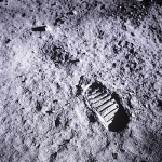Cette trace de pas est en réalité celle de Buzz Aldrin. Mais vous ne pourrez pas la voir depuis la Terre,  même lorsque la Lune est au plus proche de nous