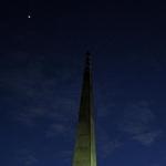 Un mince croissant de Lune observé au-dessus de Manassas, en Virginie, le 30 décembre 2008. En haut à droite, Vénus