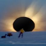 Un lever de soleil éclipsé en Antarctique