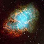"""La nébuleuse du Crabe est en fait tout ce qui reste d'une supernova qui explosa en 1054 de notre ère. Elle fut obervée avec certitude par les astronomes chinois, ainsi que par des tribus amérindiennes qui gravèrent l'évènement dans la pierre. Malgré son éclat, elle ne parvint pas à dissiper la longue nuit médiévale qui étouffait alors la pensée scientifique en Europe, et ne semble pas avoir été consignée. la """"nouvelle étoile"""" fut pourtant visible en plein jour pendant des mois."""