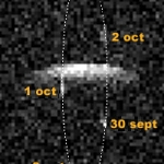 Cette image obtenue à l'aide du radiotélescope d'Arecibo montre l'astéroïde géocroiseur double 2000DP107 du 30 septembre au 6 octobre 2000. Cette image ne tient pas compte de la taille réelle des composants, puisqu'il s'agit d'une photo présentant l'effet Doppler (le décalage spectral en fonction de la vitesse des astres). Les mesures réalisées à l'aide d'Arecibo ont permis de déterminer les dimensions du couple.