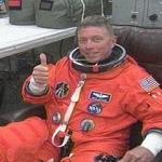 L'astronaute Michael Fossum dans la salle d'habillement