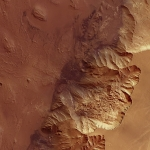 Gigantesque escarpement dans Melas Chasma