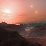 Cette vue d'artiste représente un coucher de Soleil vu depuis la super-Terre Gliese 667Cc. L'étoile la plus lumineuse dans le ciel est la naine rouge Gliese 667 C, qui fait partie s'un système d'étoiles triple. Les deux autres étoiles plus distantes, Gliese 667 A et B apparaissent également à droite dans le ciel. Les astronomes ont estimé qu'il y avait des dizaines de milliards de mondes rocheux tels que celui-ci en orbite autour de naines rouges peu brillantes, rien que dans la Voie Lactée.