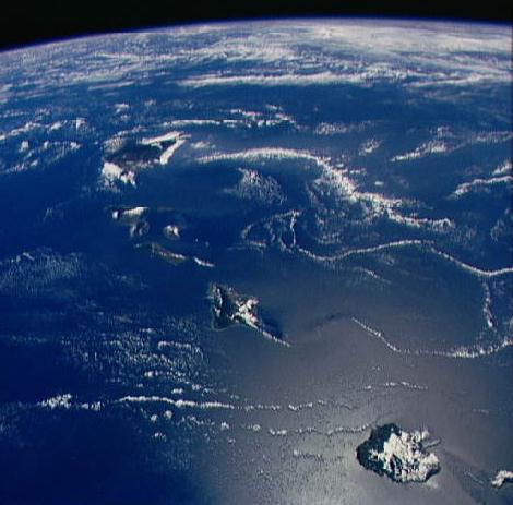 Hawaï vue à bord de la navette Discovery en 1988. Une vision de la Terre rendue possible par l\'avènement de l\'ère spatiale.