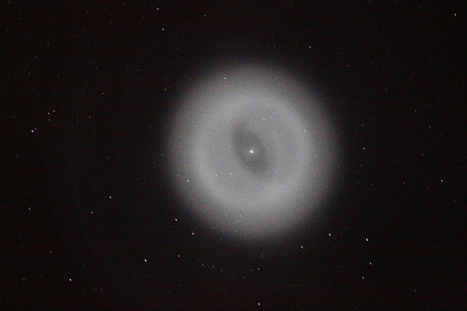 Le mystérieux halo lumineux observé depuis la Réunion était en fait le nuage de carburant vidangé par l\'étage supérieur d\'un lanceur Falcon 9 parti une heure plus tôt de la base californienne de Vandenberg