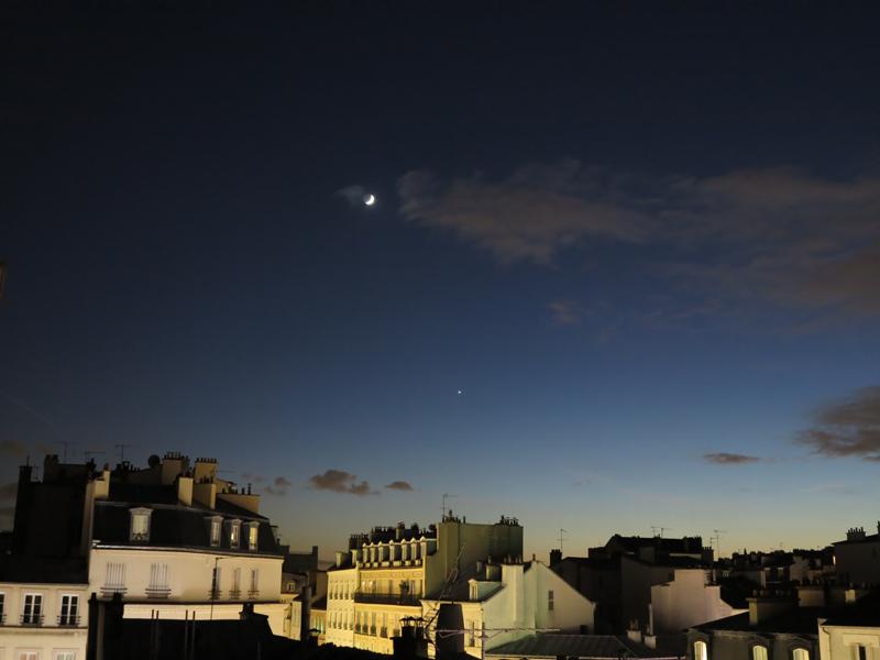 Quelle Est Cette Brillante étoile à Côté De La Lune Ce Soir