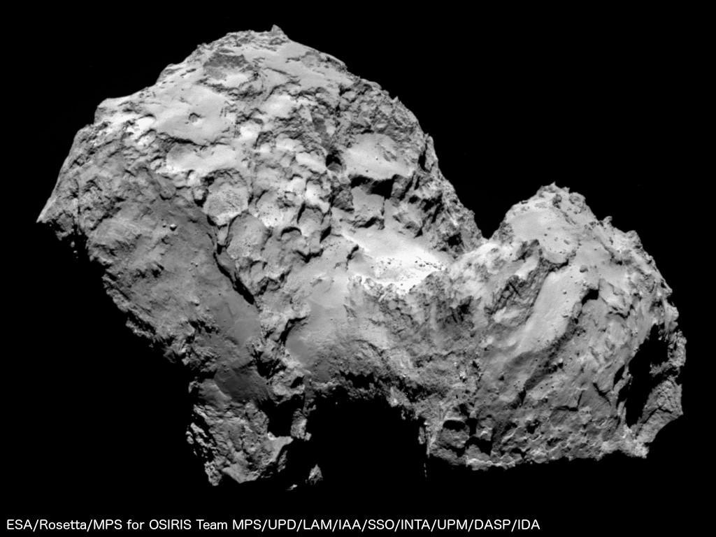Le double noyau de Churyumov-Gerasimenko, aux contours déchiquetés, vu par Rosetta depuis une distance de 285 km