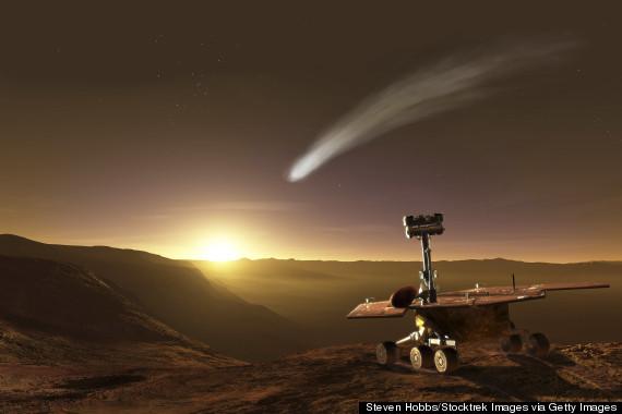 Vue d\'artiste de ce pourrait voir le rover Opportunity lors du prochain passage de la comète Siding Spring dans les parages de Mars