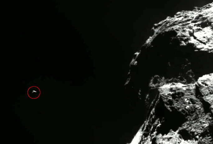 Dans le cercle rouge, l\'inattendu rocher venu photobomber les images d\'Osiris