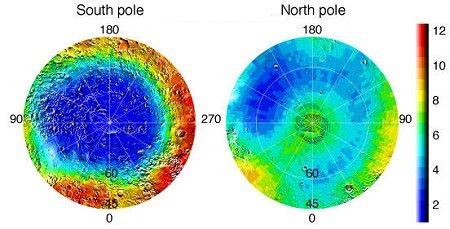 Ces cartes en fausses couleurs des régions polaires martiennes donnent une idée de la répartition de l'hydrogène, toujours en bleu. Le Pôle sud est littéralement pris par les glaces. Le pôle nord contient également de la glace d'eau, mais pour le moment est elle dissimulée sous une couche de givre de dioxyde de carbone (c'est actuellement l'hiver au pôle nord martien).