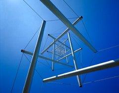 La Tour d'Aiguilles - vue d'en dessous - une sculpture en tenségrité de l'artiste Kenneth Snelson, 1969