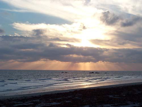 La principale source de lumière de notre environnement est le Soleil