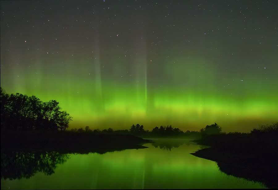 Cette aurore boréale est apparue au-dessus du Wisconsin le 22 octobre 2003. En 1859, on put en apercevoir de similaires à Rome, Cuba ou Hawaii