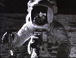 L'astronaute Pete Conrad en novembre 1969 à la surface de la Lune, un lieu particulièrement exposé aux radiations en provenance du Soleil