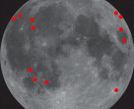 Chaque point rouge indique le point de chute d\'une météorite sur la Lune depuis novembre 2005