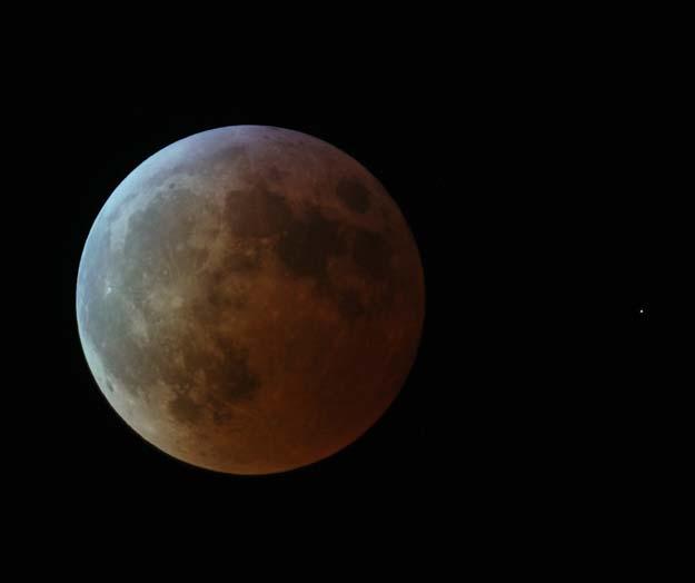 L\'éclipse de Lune du 3 mars 2007 photographiée depuis la ville allemande de Trèves