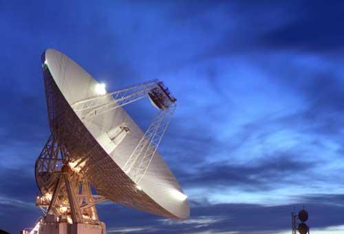 L\'antenne de 70 m de diamètre du complexe de Goldstone, Californie