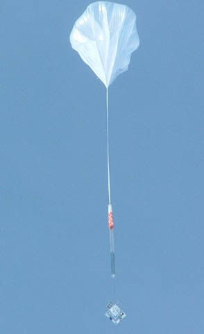 Le détecteur de rayons cosmiques Atic s\'envole pour la stratosphère suspendu à un ballon