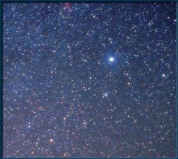 Sirius, la reine des nuits terrestres, l\'étoile mythique des Dogons. Dans l\'égypte ancienne, son lever héliaque (avec le soleil) marquait le début de l\'année.
