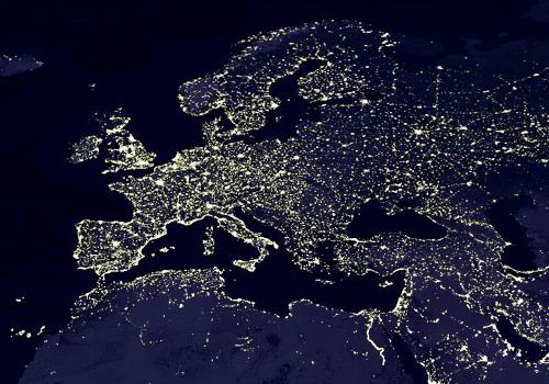 Le ciel appartient à tout le monde. C'est ce que pensent les membres de l'IDA qui essayent de protéger le ciel nocturne afin que tout un chacun, citadin ou rural, puisse en admirer les beautés. Première victoire d'importance : la République Tchèque vient de faire appliquer une loi réglementant l'éclairage extérieur.
