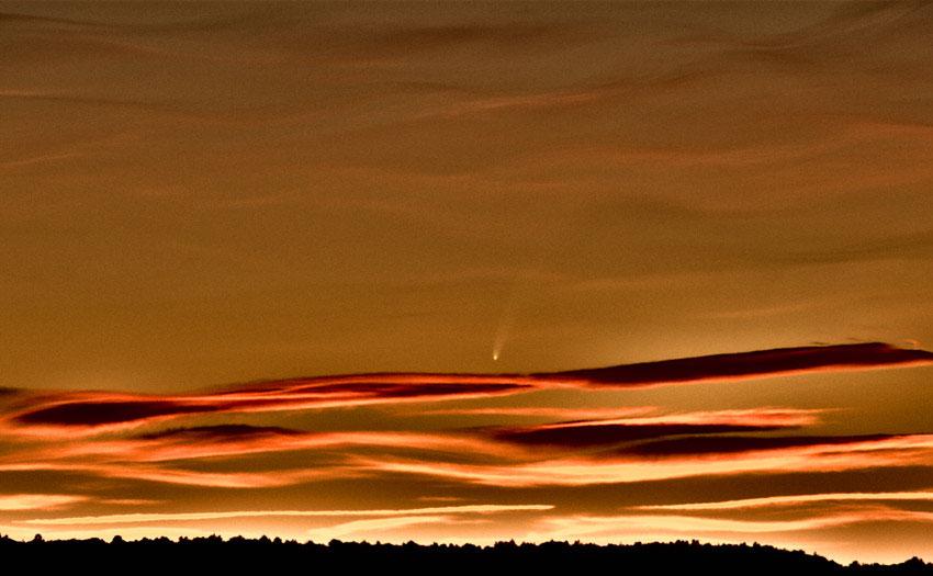 la comète MacNaught au 750 mm, Nikon D100, depuis la montagne Sainte Victoire, Saint Antonin, près d\'Aix en Provence
