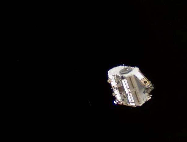 Le réservoir d\'ammoniac EAS photographié peu de temps après son départ de l\'ISS