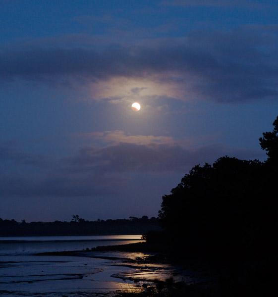 Une précédente éclipse de Lune suivie en bord de mer par Laurent Laveder