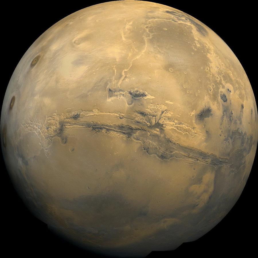 Mars vue par les sondes Viking. On remarque l\'immense balafre de Valles Marineris