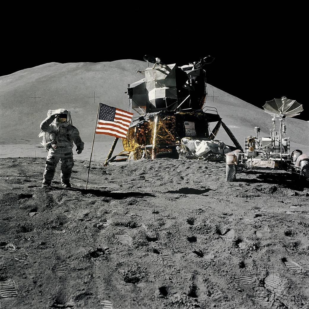 Les astronautes d\'Apollo 15 sur la Lune en 1971